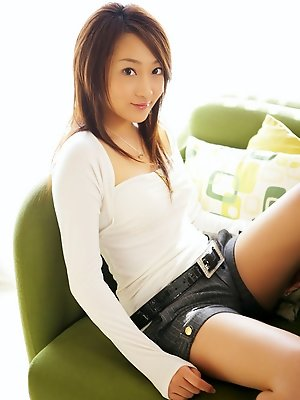 Gorgeous gravure idol babe in jean shorts and knee high boots